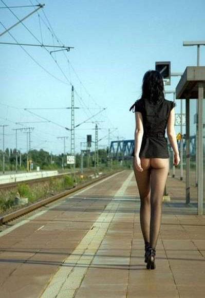 Поездатая девушка