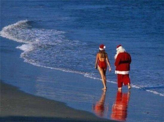 Дед мороз и снегурка на пляже