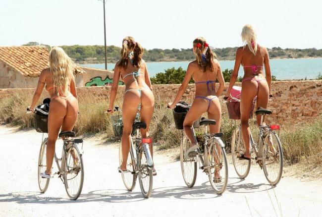 Велосипедистки