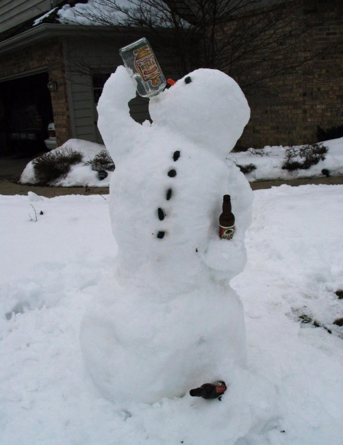 Снеговик решил согреться