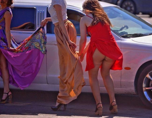 Ветер юбки задирает
