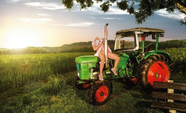 Трактор доводит до оргазма