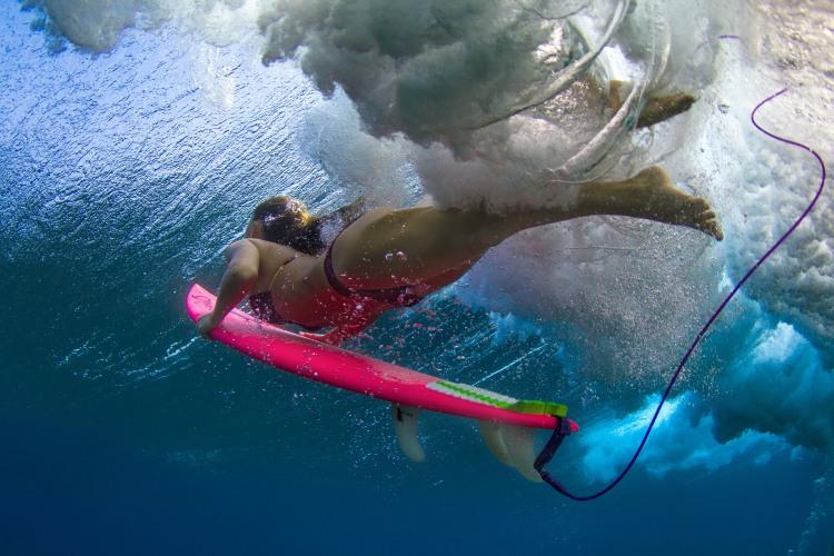 Серфингистка