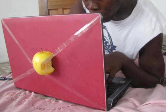 Африканский яблочный ноутбук