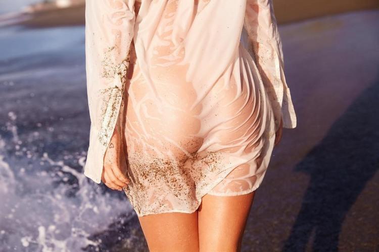 Попка в мокром платье