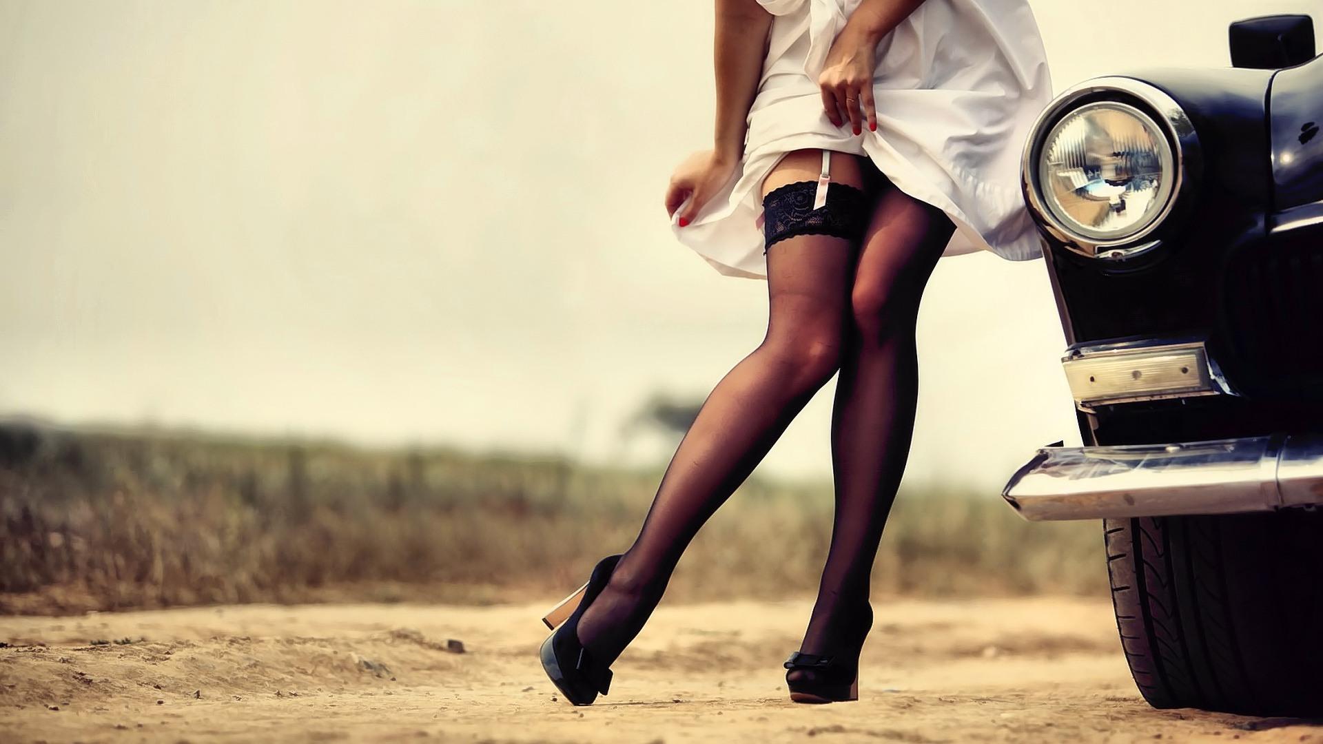 Обои Девушки В Ретро Чулках