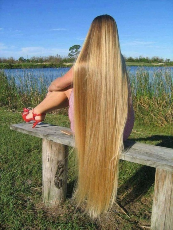 Девушка с самыми длинными волосами