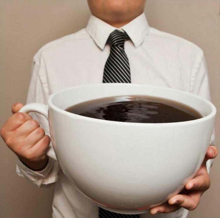 Чашка кофе на вечер дедлайна