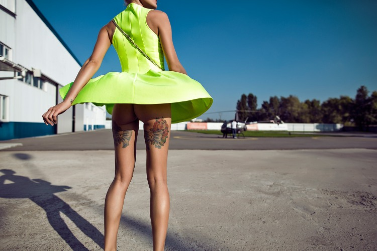 Платье взлетело как вертолет