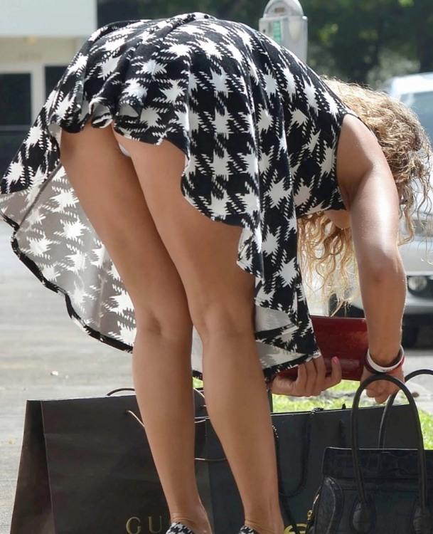 Девушки красивые ноги засветилась трусиками видео — 14