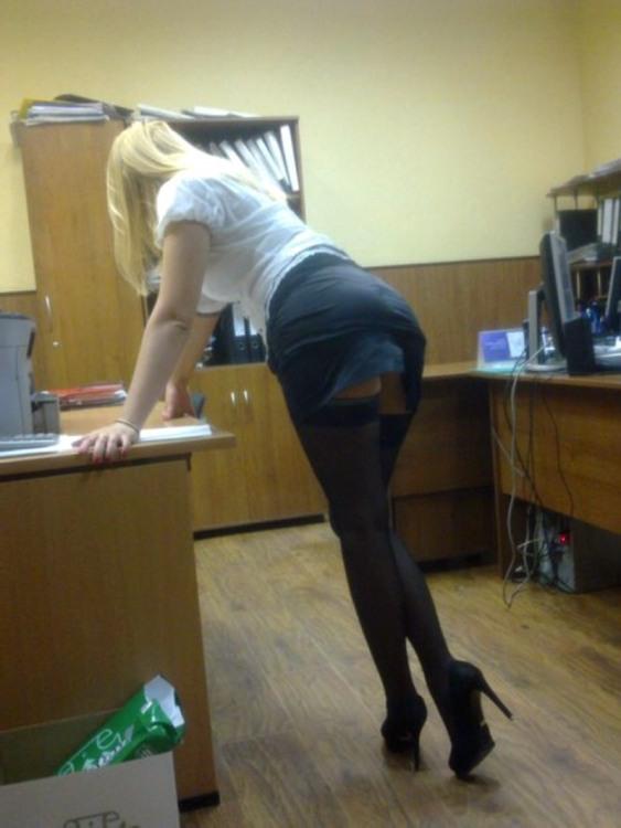 Секретарша в нашем офисе