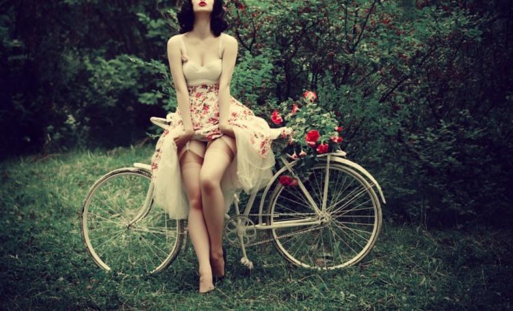 Велосипедистка-соблазнительница