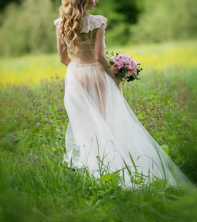 Невеста в прозрачном платье