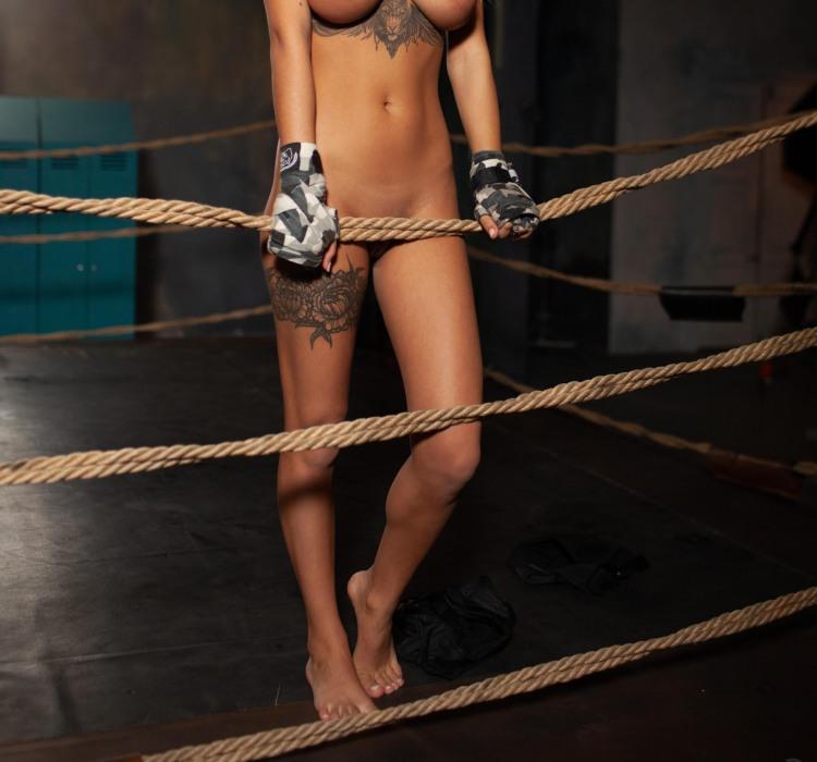 Такая боксерша легко покладет в нокаут любого боксера