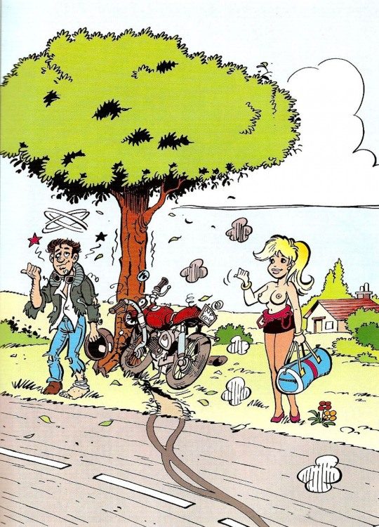 Девушка остановила мотоцикл