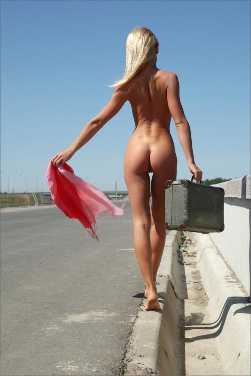 Блондинка ушла от мужа потому что было нечего надеть