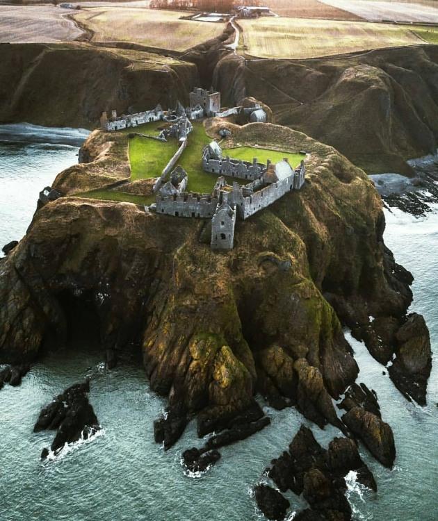 Замок на полуострове