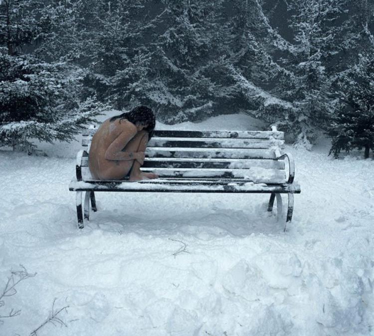 Холодно ли тебе красавица?
