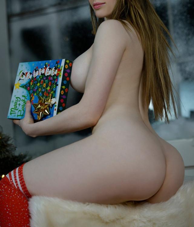 Сладкая девушка со сладким новогодним подарком