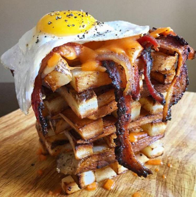 Башня с яйцом и беконом