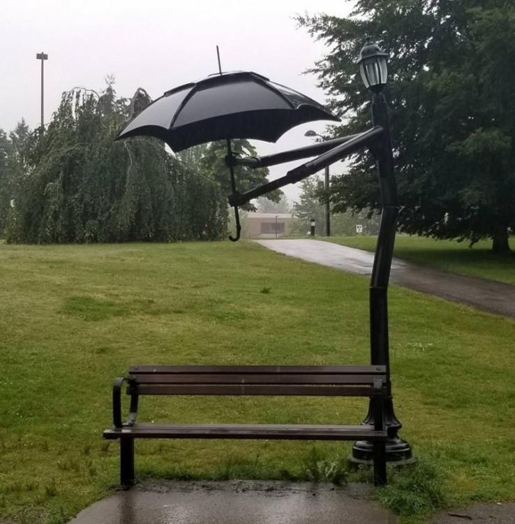 Зонтик над скамейкой