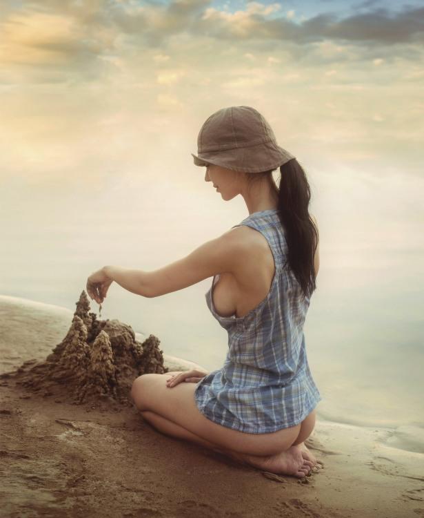 Эротичная лепка песочного замка